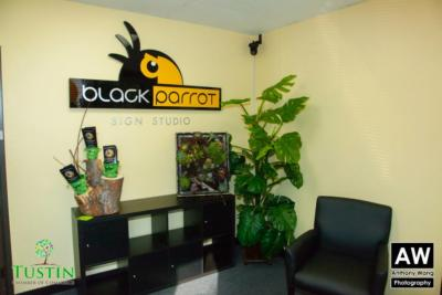 Black Parrot Sign Studio